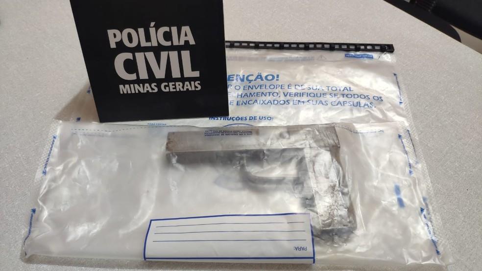 Polícia apreendeu simulacro usado no crime — Foto: Polícia Civil/Divulgação