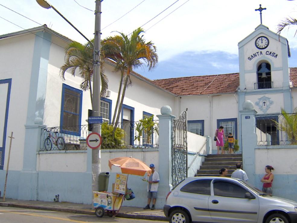 Falso médico atendeu diversos pacientes durante dois meses na Santa Casa de Jacareí (Foto: Reprodução/TV Vanguarda)