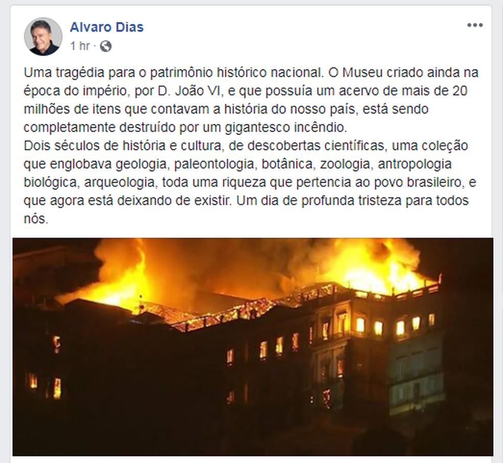 """Alvaro Dias, candidato a presidente pelo Podemos, diz que o incêndio é uma """"tragédia para o patrimônio histórico nacional"""" (Foto: Reprodução / Facebook)"""