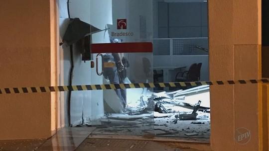 Grupo explode caixa eletrônico e atira contra a PM em Nuporanga, SP