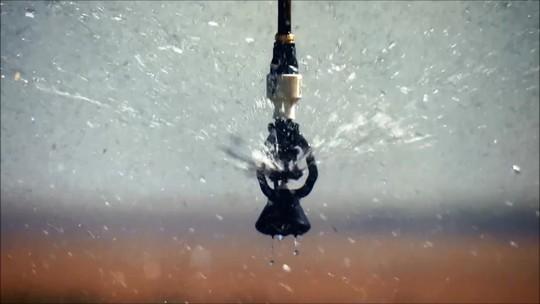 Irrigação com tecnologia ajuda lavouras brasileiras