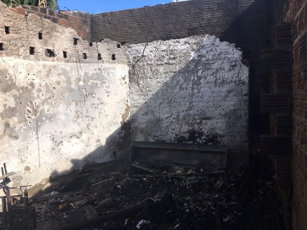 Espaço foi destruído pelo fogo (Foto: Ana Rebeca Passos/TV Asa Branca)