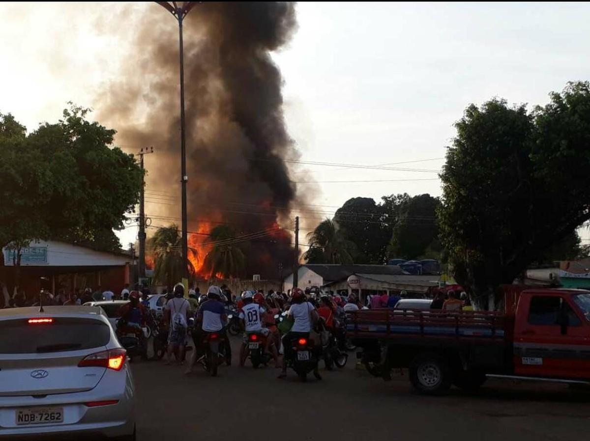 Governo diz que situação em Humaitá no AM está controlada após incêndios em prédios públicos