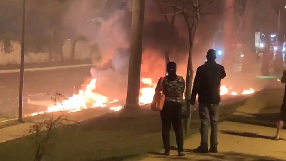 Avião cai na região do Campo de Marte, na Zona Norte de São Paulo. — Foto: Reprodução/TV Globo