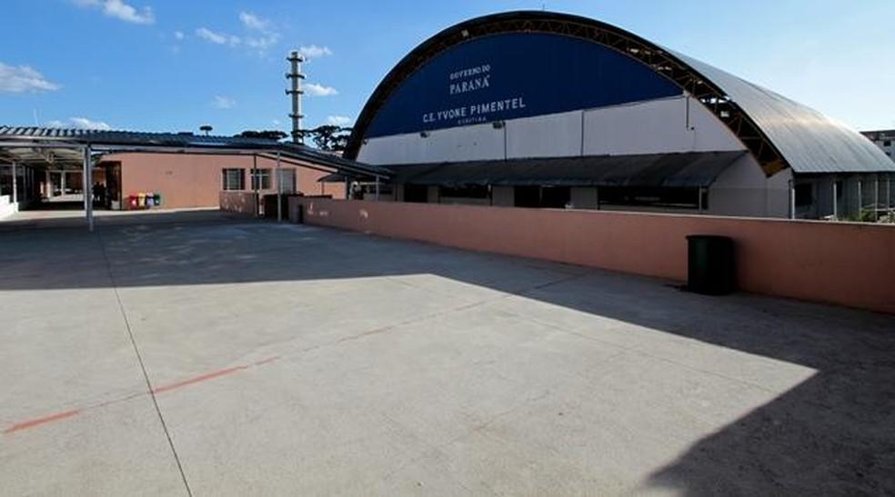 Colégio Estadual Yvone Pimentel, no bairro Capão Raso, teve recursos desviados, segundo TCE — Foto: TCE/Divulgação