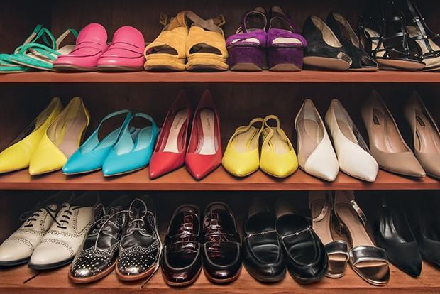 Detalhes dos sapatos no closet da atriz (Foto: Fernando Schlaepfer)
