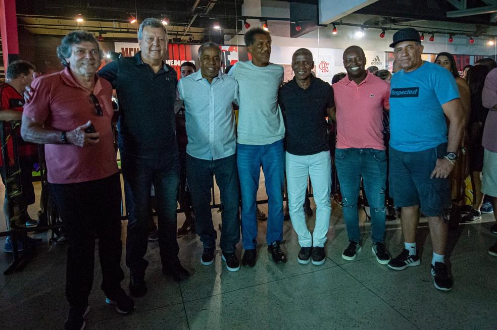 Lico, Raul, Marinho, Adílio, Zé Roberto e Nunes prestigiam Andrade — Foto: Paula Reis / CRF