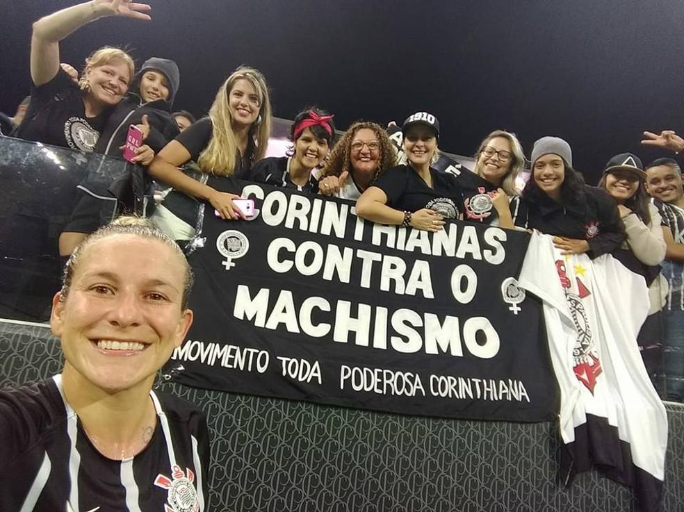 Torcedoras do Corinthians lutam contra o machismo e incentivam o futebol feminino (Foto: Reprodução/Facebook)