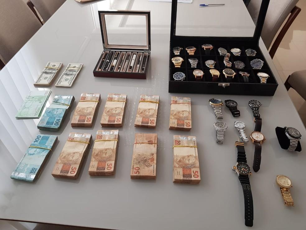 Dinheiro e relógios apreendidos em buscas em Brasília da Operação Tritão — Foto: Divulgação/Polícia Federal