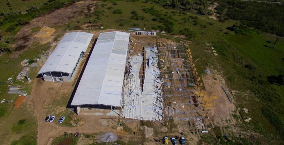 Teto de galpão desabou e deixou um morto e nove feridos em São Gonçalo do Amarante — Foto: Neto Pires
