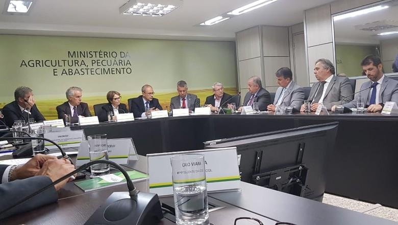 politica-reuniao-ministerio-leite (Foto: Divulgação/Sindilat-RS))