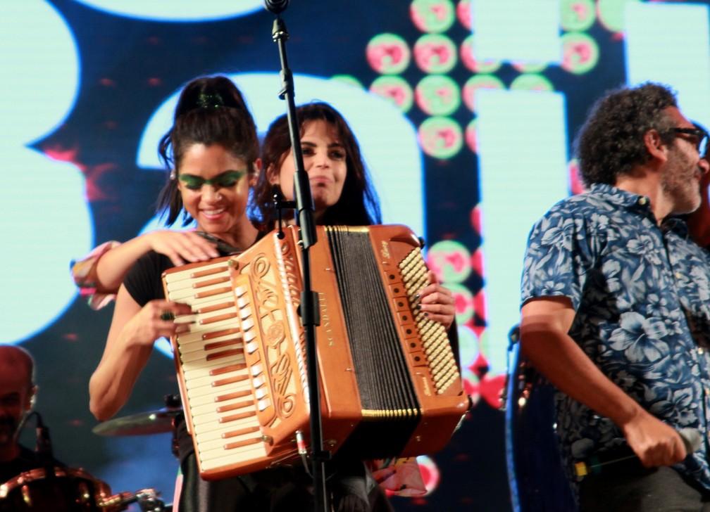 -  Lucy Alves e Emanuelle Araújo  Foto: AgNews