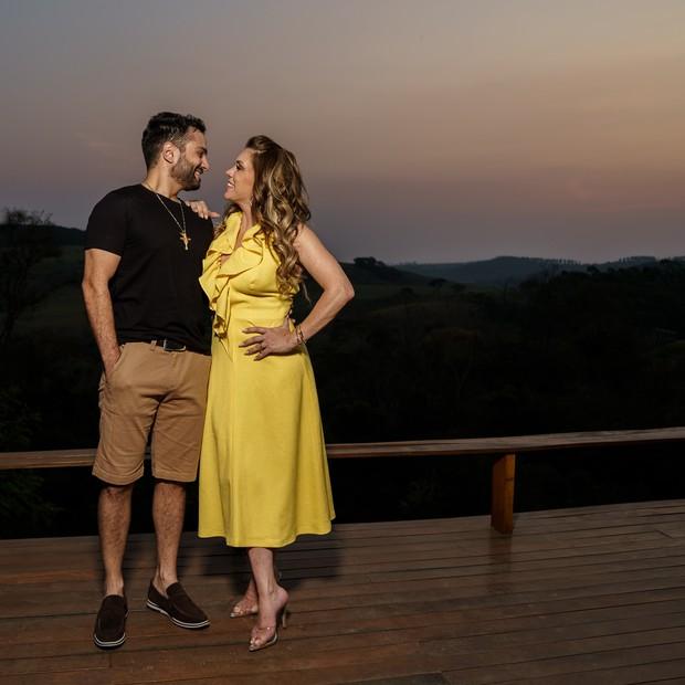 Simony e Felipe Rodriguez fazem ensaio romântico (Foto: Marcos Mesquita )