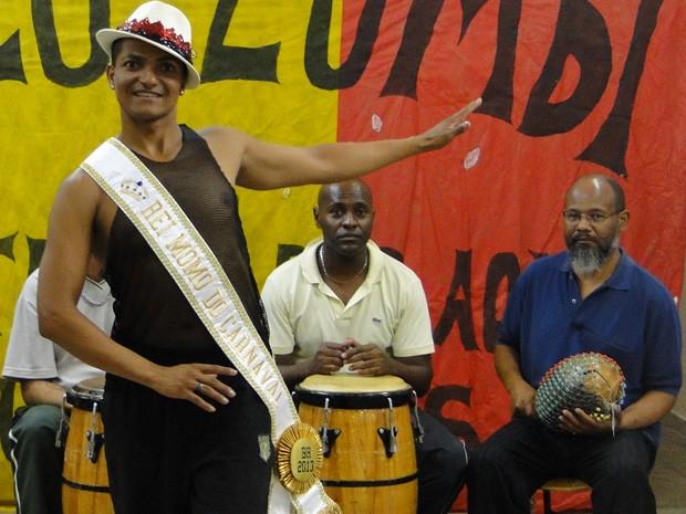 Leo de Jesus se apaixonou pelo carnaval assistindo a desfiles pela TV (Foto: Raquel Freitas/G1)