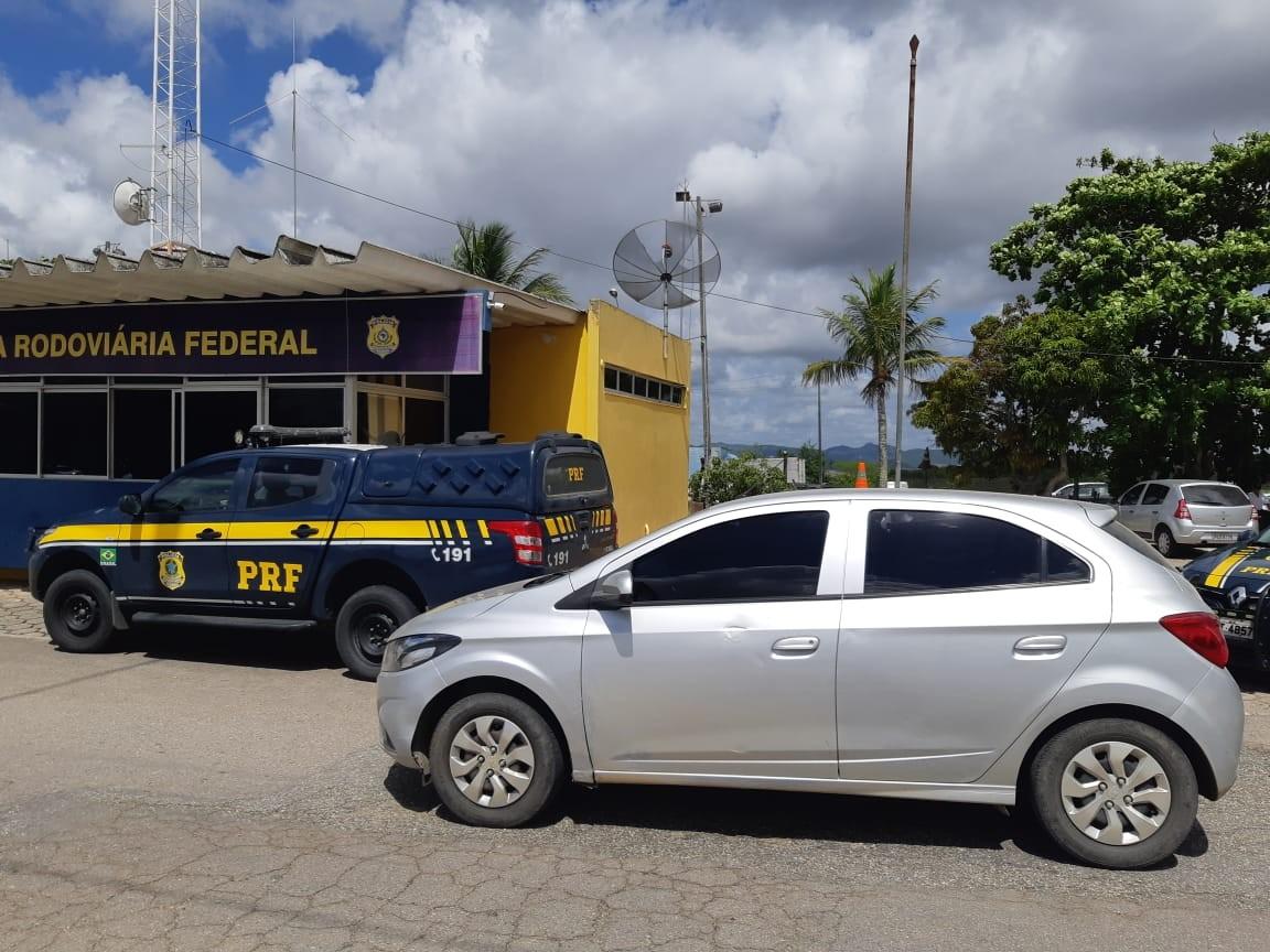 Homem é detido com veículo furtado em Caruaru