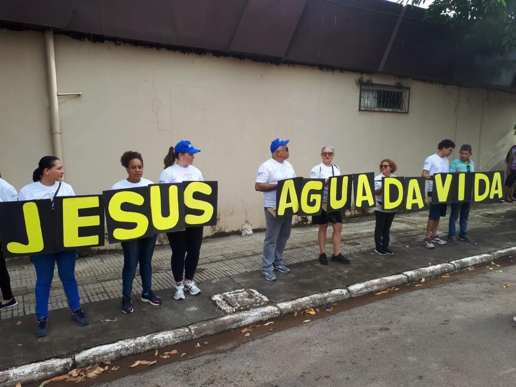 Foliões também aproveitam para deixar uma mensagem religiosa durante BVQQ.  — Foto: Ana Kézia Gomes/G1