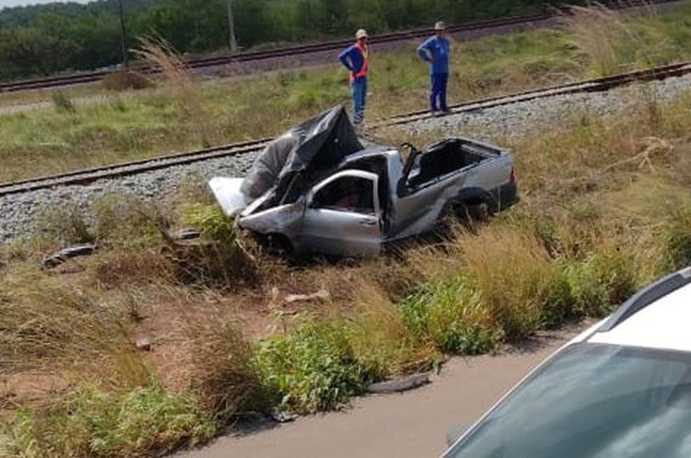 Picape ficou destruída após o acidente — Foto: Redes Socais