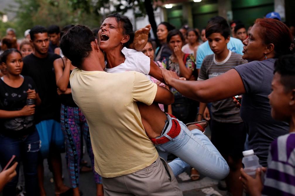 Rebelião e incêndio deixam ao menos 68 mortos em prisão da Venezuela