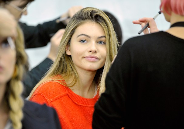 PARIS, FRANCE - OCTOBER 01:  Thylane Blondeau prepares backstage prior Le Defile L'Oreal Paris as part of Paris Fashion Week Womenswear Spring/Summer 2018 at Avenue Des Champs Elysees on October 1, 2017 in Paris, France.  (Photo by Kristy Sparow/Getty Ima (Foto: Getty Images)