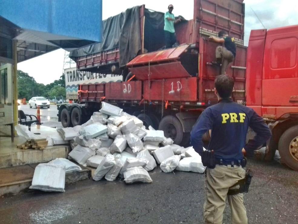 Mais de 2 toneladas de drogas foram apreendidas em Gurupi (Foto: PRF/Divulgação)
