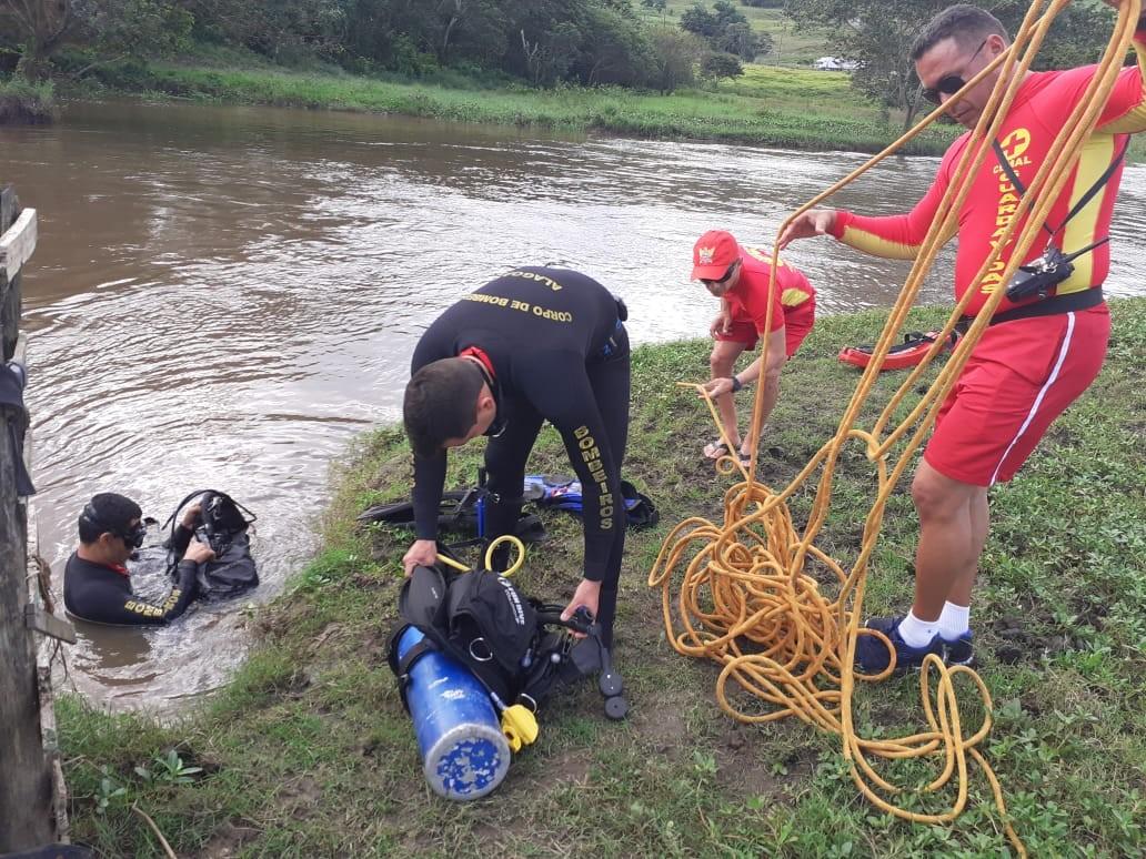 Corpo de caminhoneiro que sumiu em rio em São Miguel dos Campos, AL, é encontrado