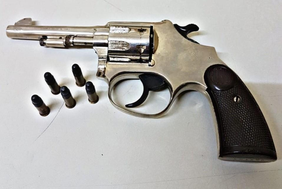 Vendedor preso com revólver é investigado por usar arma para cobrar clientes