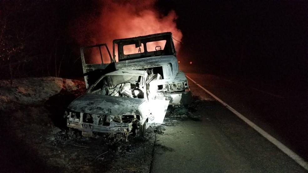 Veículos estavam em chamas, o que dificultou a identificação da quantidade exata de vítimas. (Foto: Divulgação/Polícia Rodoviária Federal)