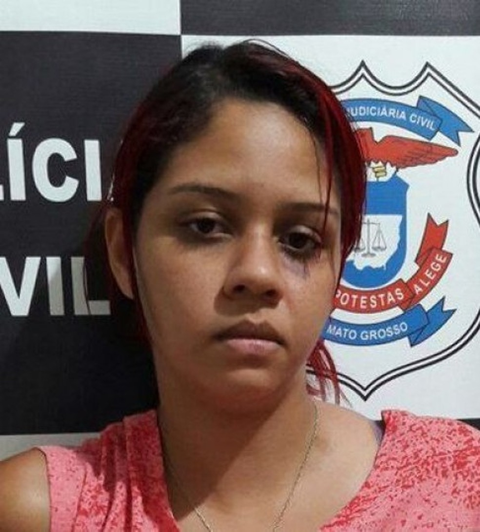 Franciele Cosmo Oliveira, de 22 anos, foi atacada pelo suspeito com golpes de capacete e facadas e morreu — Foto: Divulgação