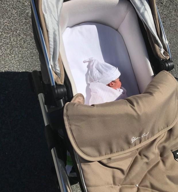 Jess em passeio de carrinho (Foto: Reprodução)