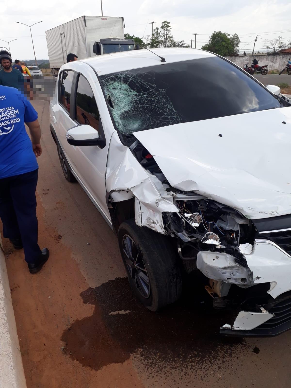Carro dirigido por adolescente atinge moto na BR-153 e mata motociclista