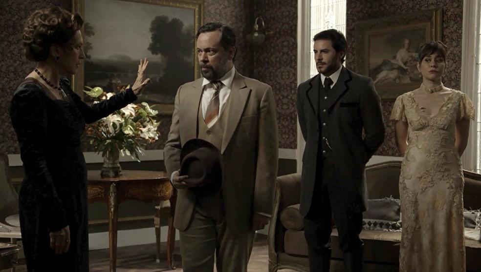 Xavier e Susana apresentam um novo aliado a Lady Margareth (Foto: TV Globo)