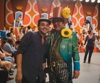 Eduardo Sterblitch e Stepan Nercessian nos bastidores do filme 'Chacrinha' | Suzanna Tierrie/Divulgação