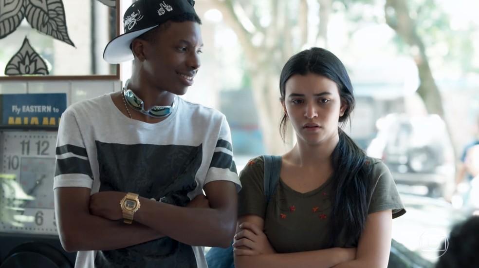 K1 (Talita Younan) se apavora ao ver o padrasto em 'Malhação - Viva a Diferença' — Foto: Globo