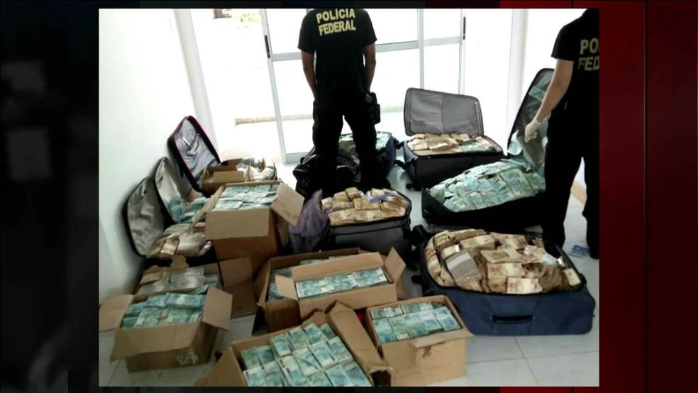 PF encontrou R$51 milhões em caixas e malas guardadas em um apartamento usado por Geddel em Salvador (Foto: Divulgação, PF)