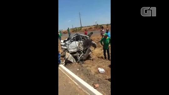 Carro é partido ao meio após acidente e motorista morre na BR-226