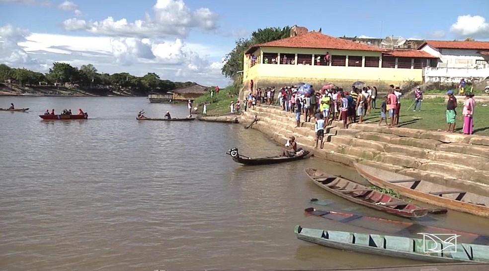 Segundo testemunhas, Luís Fernando teria se afogado após cair no rio Pindaré durante uma curva realizada pelo piloto da embarcação. (Foto: Reprodução/TV Mirante )