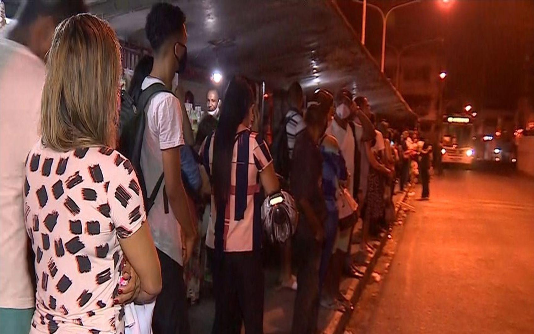 Rodoviários decidem continuar com atividades paralisadas em Aracaju