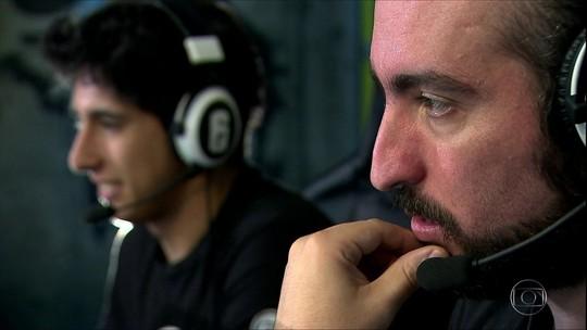 Sob Controle #5: conheça a rotina dos narradores e comentaristas de e-sports