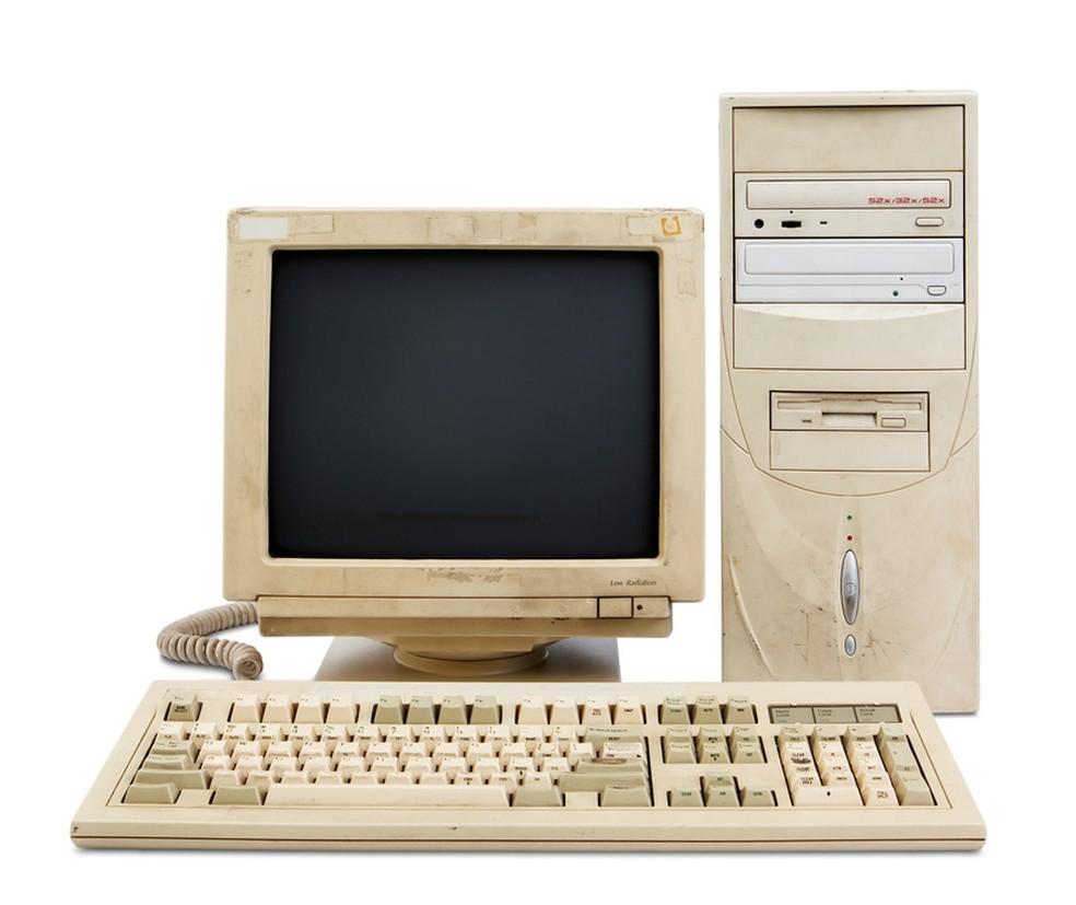 """Os """"internautas"""" dos anos 1990 e 2000 usavam computadores de mesa e Internet discada (Foto: Pond5)"""