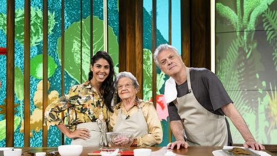 Bela Gil e Palmirinha colocam Pedro Bial na cozinha e Bela explica polêmica de comer a placenta