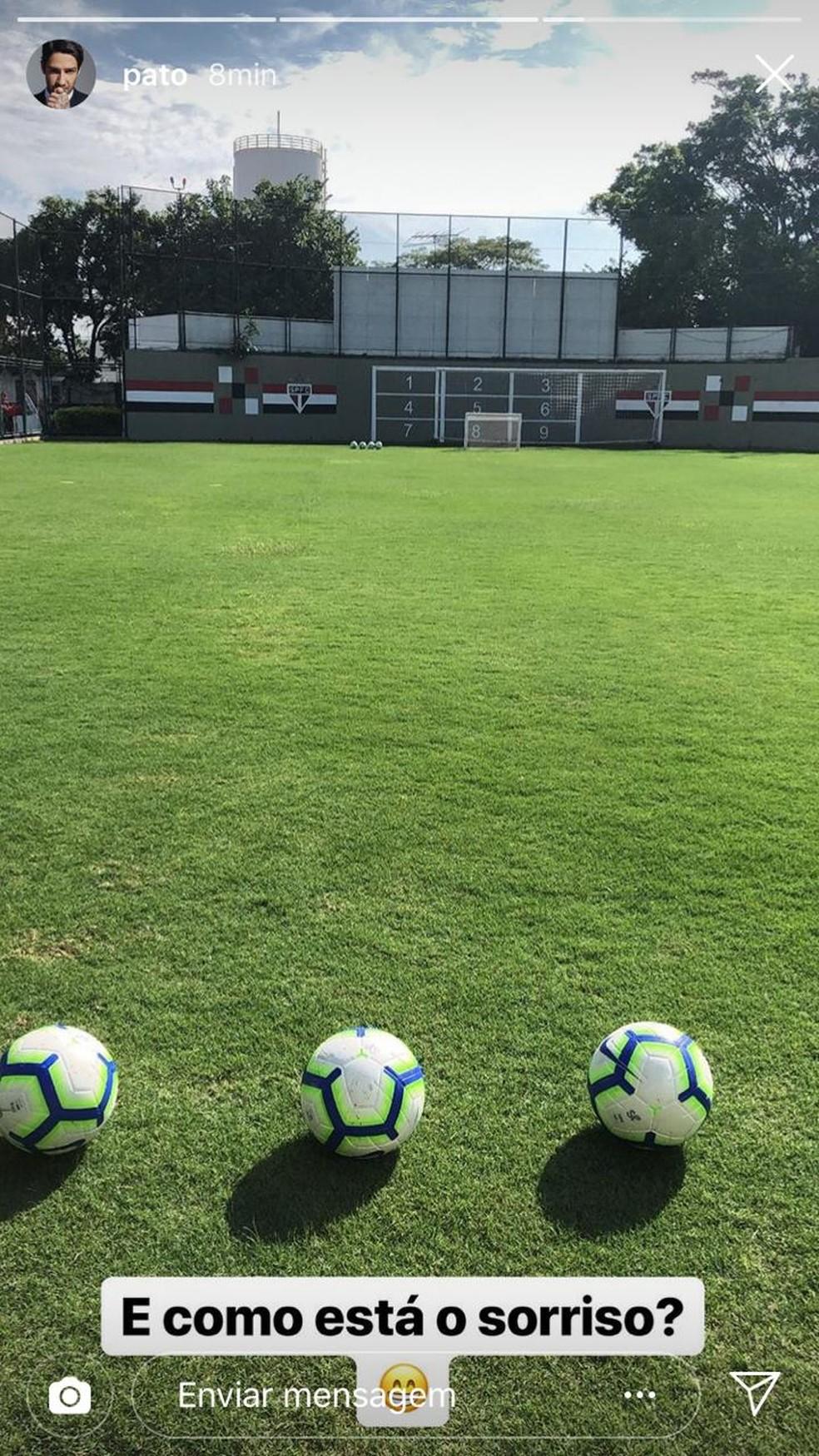 Alexandre Pato publica mensagem com bola no campo do CT da Barra Funda, do São Paulo — Foto: Reprodução