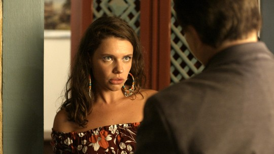 Lourdes Maria se deslumbra após convite surpreendente de Olavo