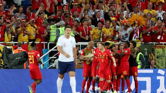 Jogadores da Bélgica comemoram gol de Januzaj contra a Inglaterra