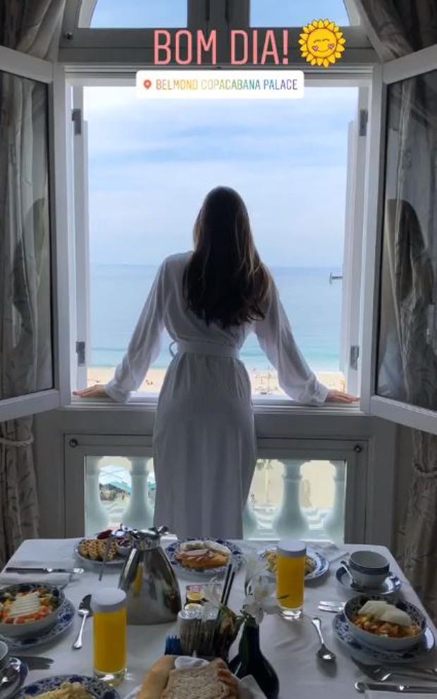 Camila Queiroz mostra café da manhã (Foto: Reprodução/Instagram)