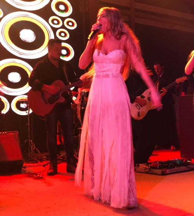 Luísa Sonza dançando em sua festa de casamento com Whindersson Nunes (Foto: Divulgação)