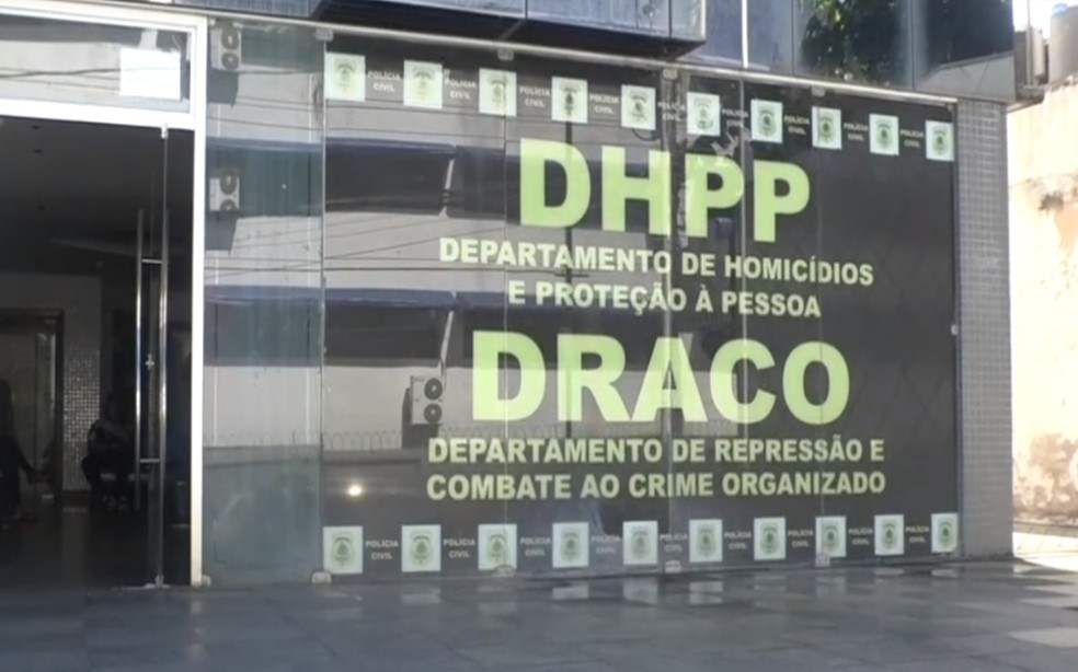 A suspeita foi encaminhada para a sede do Departamento de Homicídios e Proteção à Pessoa (DHPP), e está à disposição da Justiça — Foto: Reprodução/TV Bahia