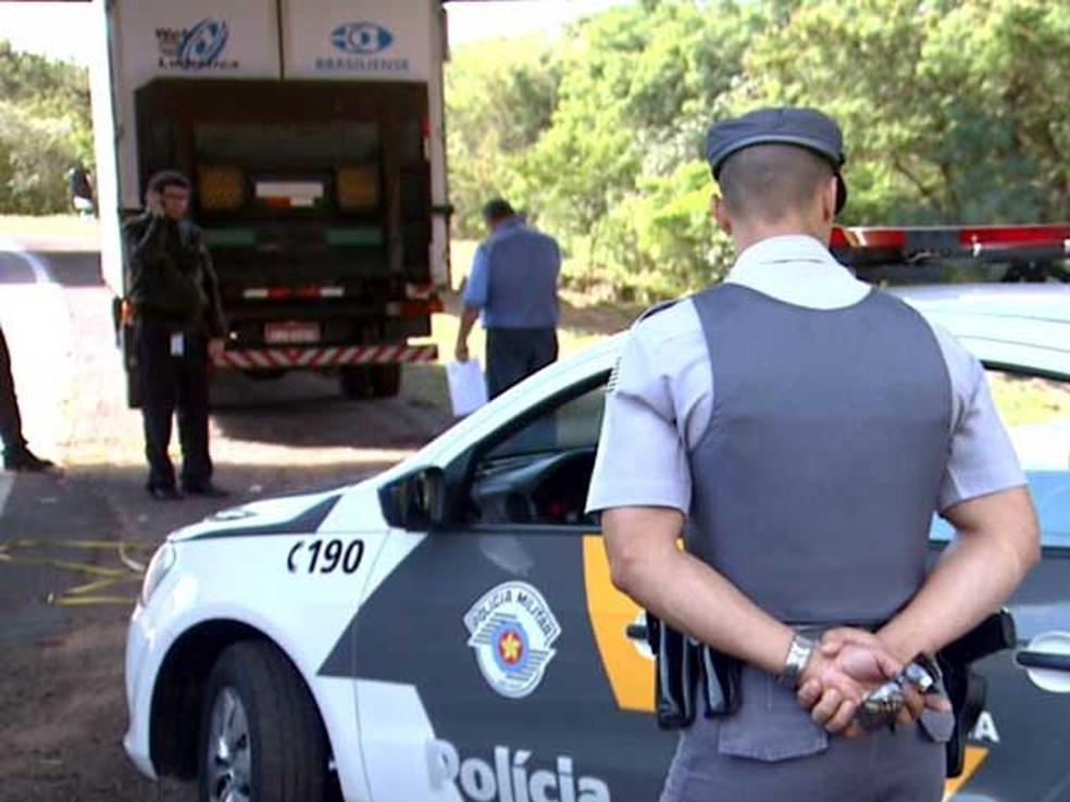 Polícia Rodoviária de Campinas atende ocorrência de roubo de carga que saiu de Viracopos para Jundiaí (Foto: Reprodução / EPTV)