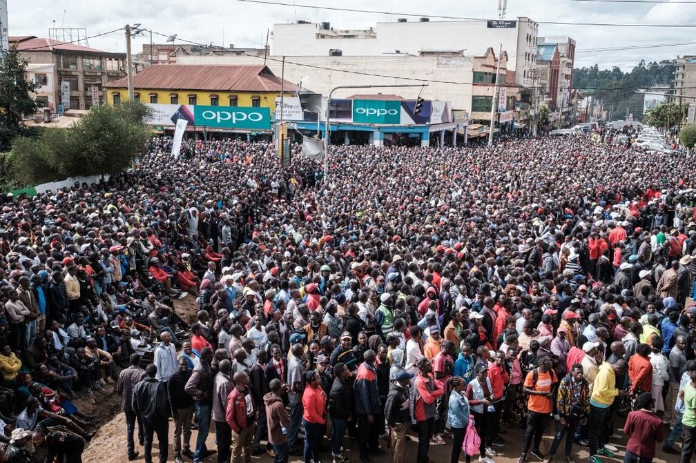 Quenianos lotam as ruas do país para comemorar o feito de Eliud Kipchoge — Foto: Yasuyoshi Chiba/AFP