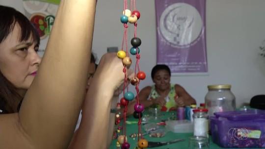 Artesãs falam sobre a fabricação de biojoias exibidas em novela