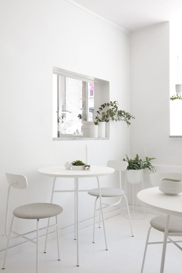 Bar de matcha na Dinamarca tem decoração minimalista  (Foto:  Divulgação)
